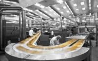 Praca Niemcy na produkcji przy pakowaniu na linii produkcyjnej