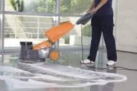 Dam fizyczną pracę w Niemczech przy sprzątaniu na hali produkcyjnej Kolonia