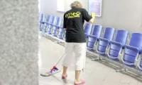 Fizyczna praca Niemcy w Göhren-Lebbin przy sprzątaniu w hotelu
