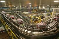 Niemcy praca na taśmie produkcyjnej napojów gazowanych bez języka Drezno