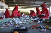 Recykling fizyczna praca w Niemczech sortowanie surowców bez języka Hanower