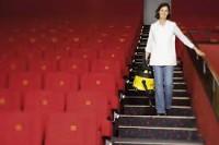 Ogłoszenie fizycznej pracy w Niemczech od zaraz przy sprzątaniu kina Essen